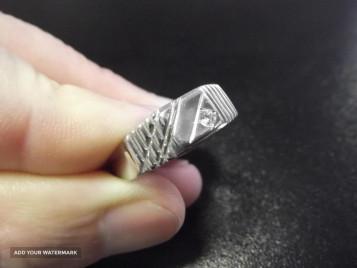 Печатка из платины с бриллиантом